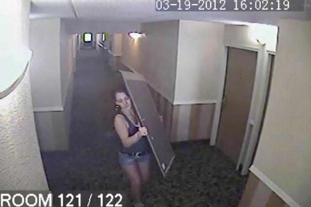 Видеокамера записва кражба на картини от хотел