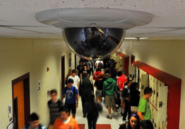 Камери за видеонаблюдение - училища